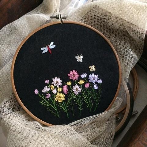 お義母さんの刺しゅう-秋桜のリボン刺しゅう-_a0157409_18202982.jpg