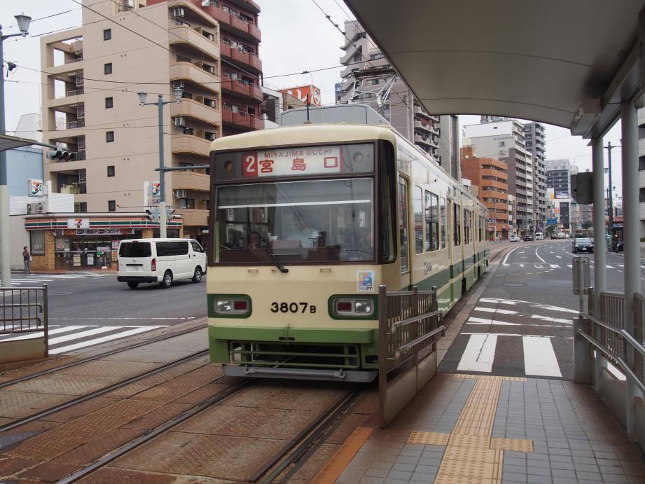 2つも世界遺産がある広島県には欧米客が多く、インド人ツアーもいた_b0235153_15525640.jpg