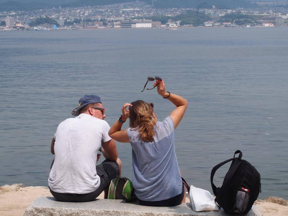 2つも世界遺産がある広島県には欧米客が多く、インド人ツアーもいた_b0235153_15544149.jpg