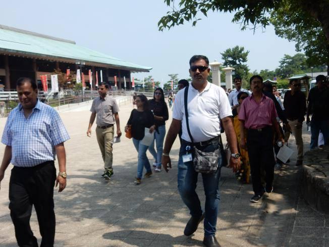 2つも世界遺産がある広島県には欧米客が多く、インド人ツアーもいた_b0235153_15545471.jpg