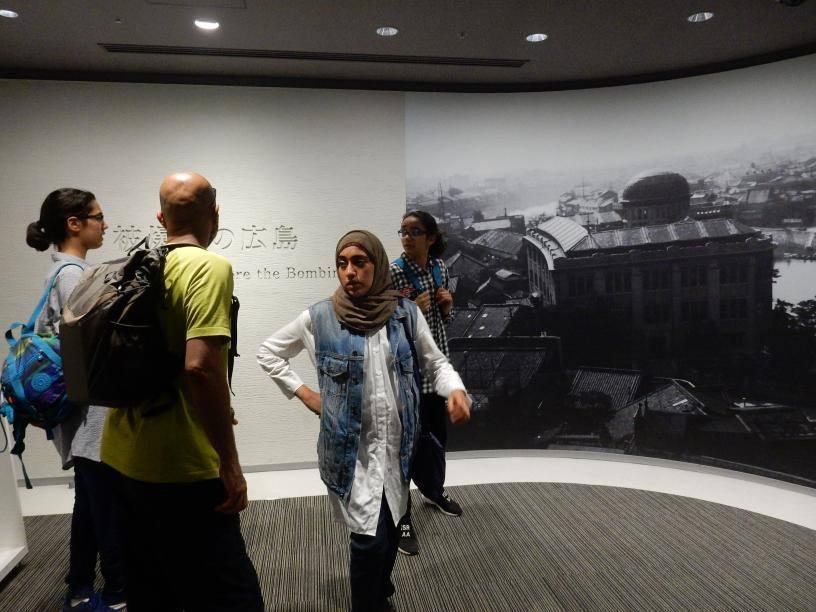 2つも世界遺産がある広島県には欧米客が多く、インド人ツアーもいた_b0235153_15551267.jpg
