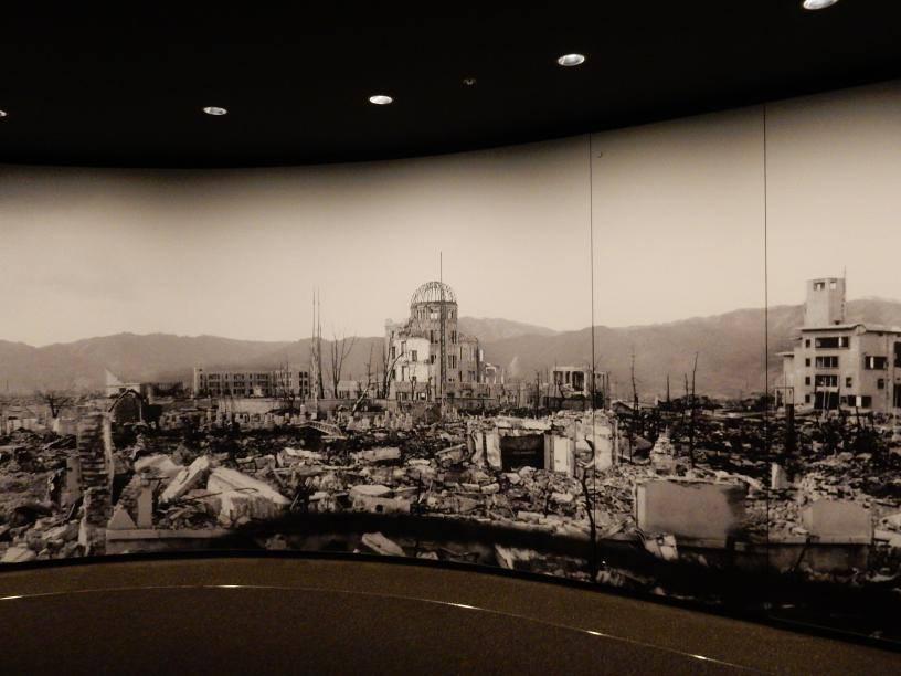 2つも世界遺産がある広島県には欧米客が多く、インド人ツアーもいた_b0235153_15552752.jpg
