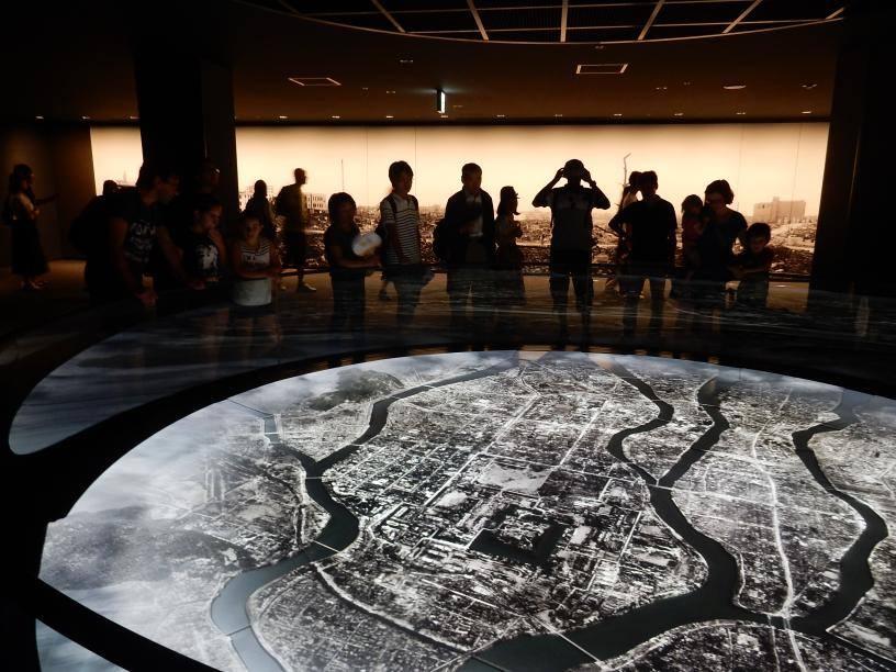 2つも世界遺産がある広島県には欧米客が多く、インド人ツアーもいた_b0235153_1556387.jpg