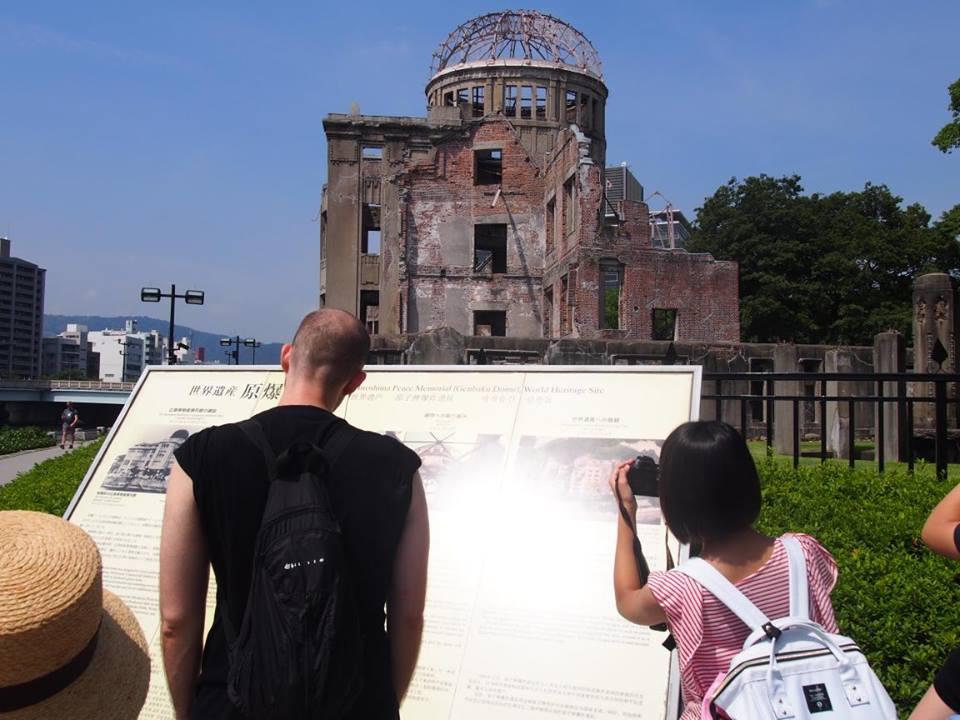 2つも世界遺産がある広島県には欧米客が多く、インド人ツアーもいた_b0235153_15571037.jpg