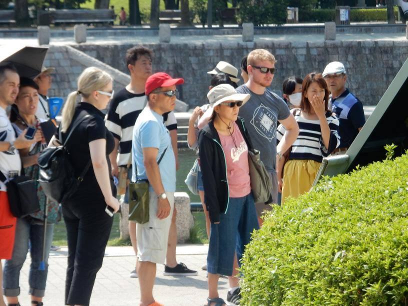 2つも世界遺産がある広島県には欧米客が多く、インド人ツアーもいた_b0235153_155726100.jpg