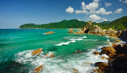 海水浴客のいなくなった海岸線......雲もいい感じに....._b0194185_22174161.jpg
