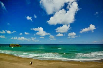 海水浴客のいなくなった海岸線......雲もいい感じに....._b0194185_22224873.jpg