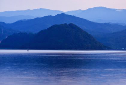 海水浴客のいなくなった海岸線......雲もいい感じに....._b0194185_22264168.jpg