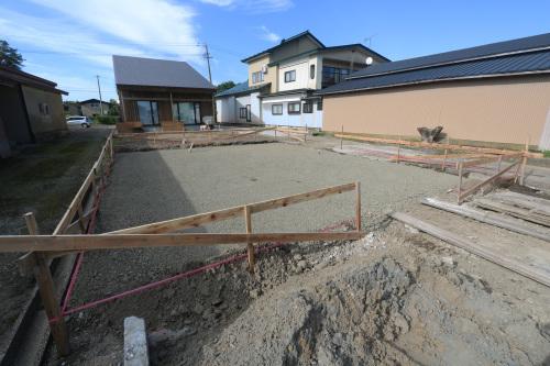 Q1住宅三種別棟:ベタ基礎底盤コンクリート打ち_e0054299_15564759.jpg