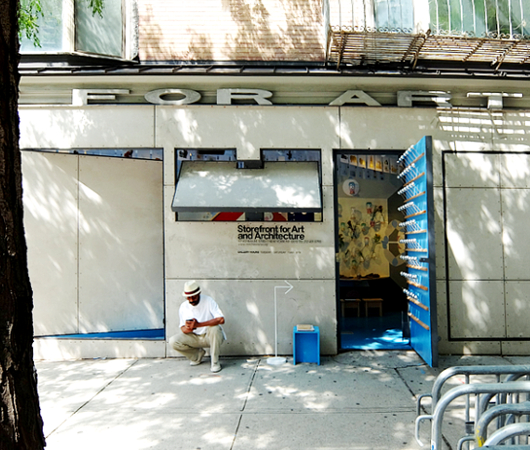 NYにある忍者屋敷っぽいギャラリー、Storefront for Art and Architecture_b0007805_22465928.jpg
