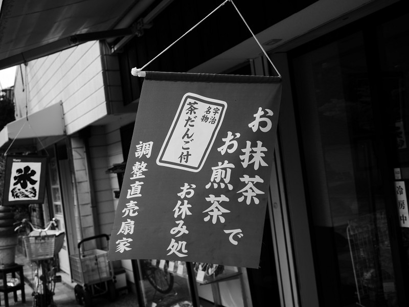 昼下がりの商店街をゆく_e0374932_15543044.jpg