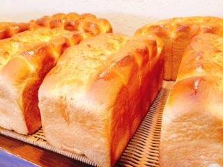 バターたっぷり「ホテル食パン」!!_c0141652_16044024.jpg
