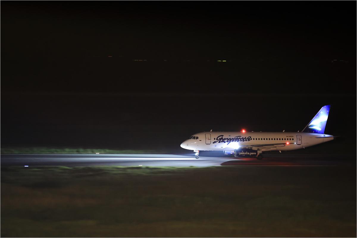 闇に浮かぶオーロラ - 佐賀空港_c0308259_00311911.jpg