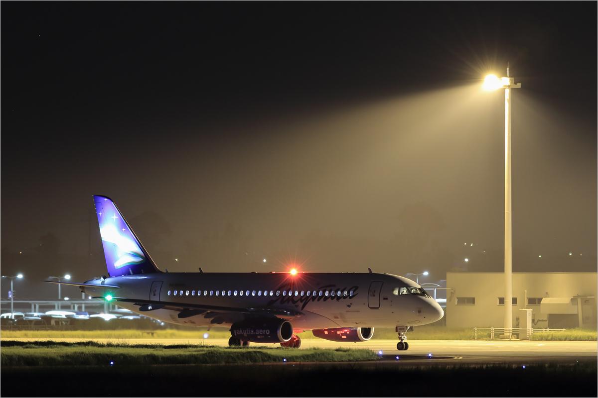 闇に浮かぶオーロラ - 佐賀空港_c0308259_00313466.jpg