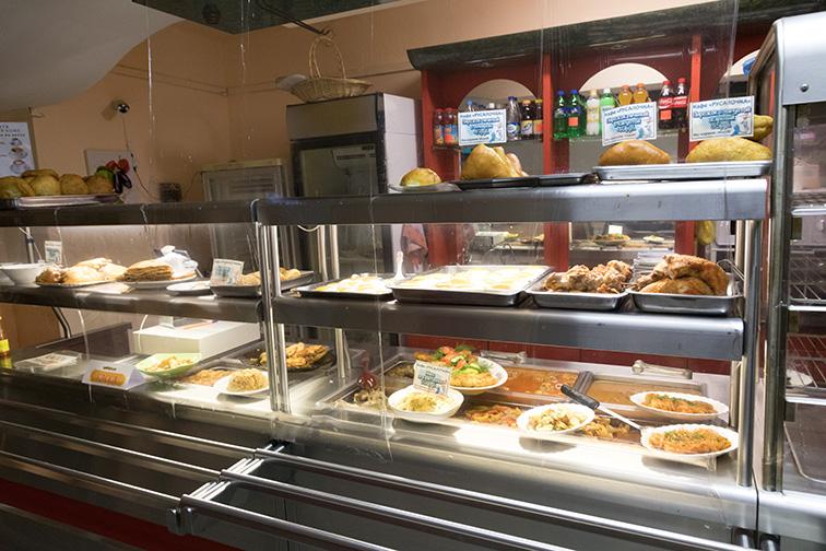 サハリンのカフェはたいてい食堂兼用で、店じまいが早いのがちょっと…_b0235153_13345483.jpg