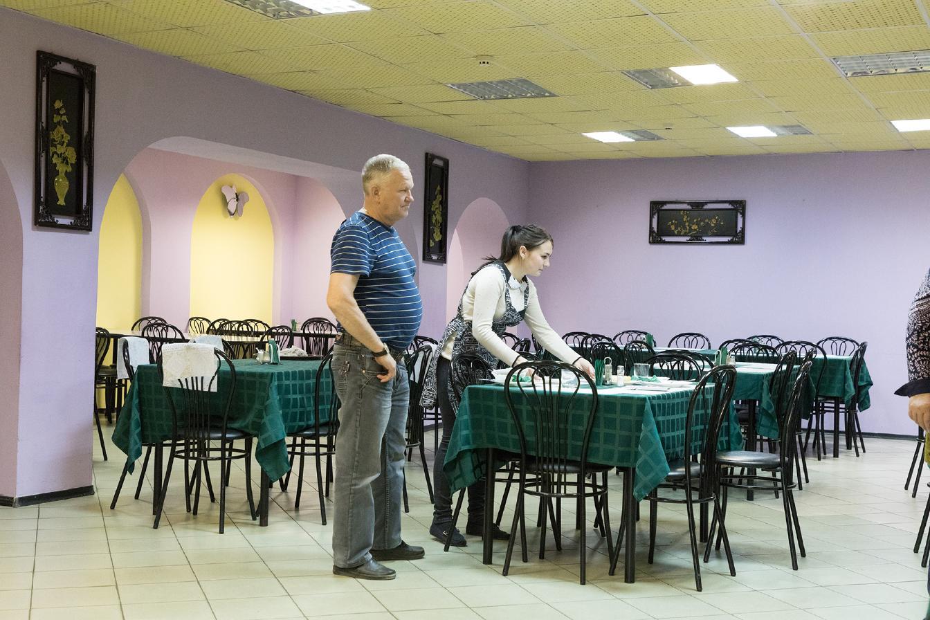 サハリンのカフェはたいてい食堂兼用で、店じまいが早いのがちょっと…_b0235153_13363430.jpg