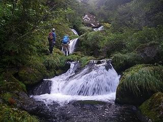 大滝と苔むした原生林の沢(乗鞍岳久手御越谷)_e0064783_21102113.jpg