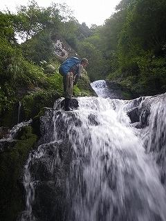 大滝と苔むした原生林の沢(乗鞍岳久手御越谷)_e0064783_21102273.jpg