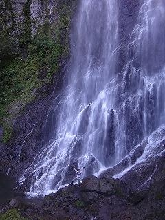大滝と苔むした原生林の沢(乗鞍岳久手御越谷)_e0064783_21171510.jpg