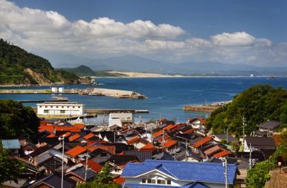 空気も澄んで海の向こうには鳥取砂丘もくっきりと......._b0194185_21112476.jpg