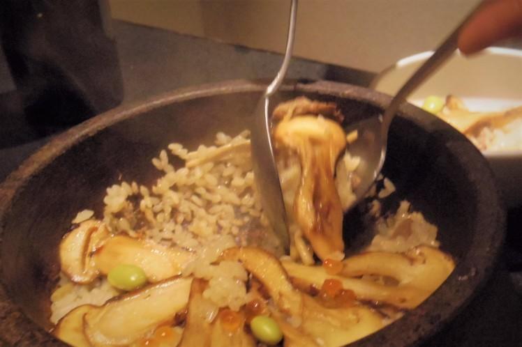 麻布十番「BULLS」大人焼肉ならでは。松茸1本丸ごと使ったビビンパもおススメ。_b0354293_23091078.jpg