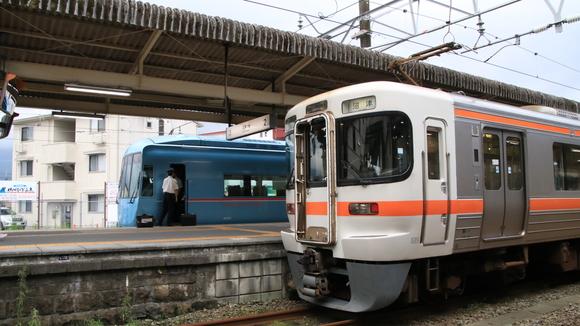JR御殿場駅にて! _d0202264_4461360.jpg