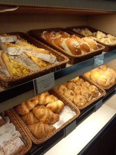 新橋 第一ホテル東京 パティスリー ル・ド・ブリクのキーマカレーパンとパン・オ・ショコラ_f0112873_23251867.jpg
