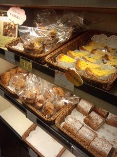 新橋 第一ホテル東京 パティスリー ル・ド・ブリクのキーマカレーパンとパン・オ・ショコラ_f0112873_23274232.jpg