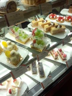 新橋 第一ホテル東京 パティスリー ル・ド・ブリクのキーマカレーパンとパン・オ・ショコラ_f0112873_49563.jpg