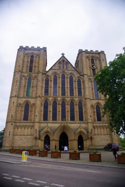 北イングランドの英国ガーデンをめぐる旅その23 マーケットの町リポンとリポン大聖堂、そしてラッパ吹き!(ヨークシャー州)_e0114020_01052087.jpg