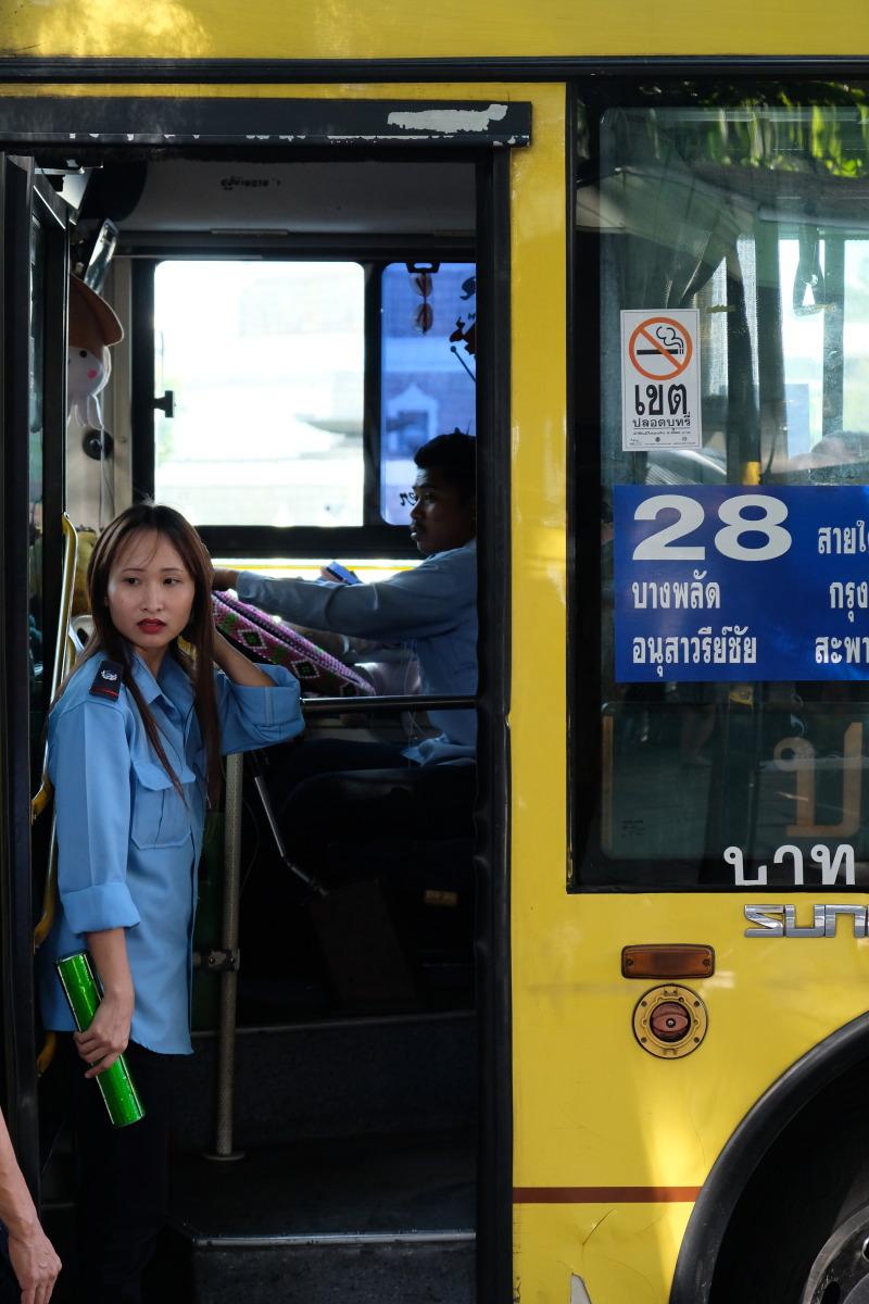 バンコク  28番バスでアヌサワリーに_b0061717_14224198.jpg