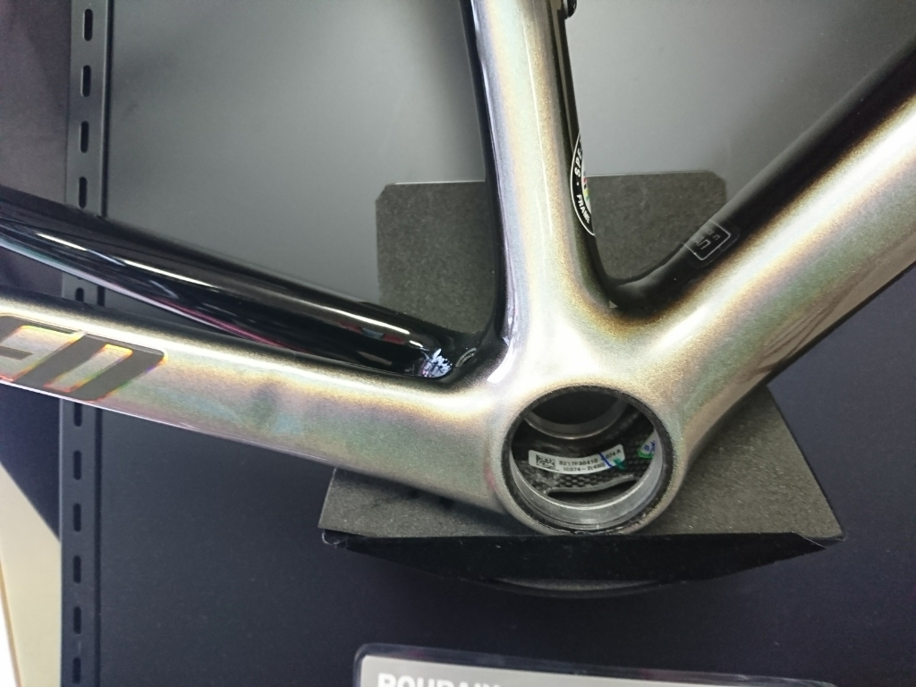 SPECIALIZED S-WORKS TARMAC SAGAN SUPER STAR FRAME SET入荷しました!_b0282021_17004995.jpg