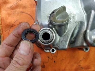 カブ オイル漏れ修理_e0114857_8455124.jpg