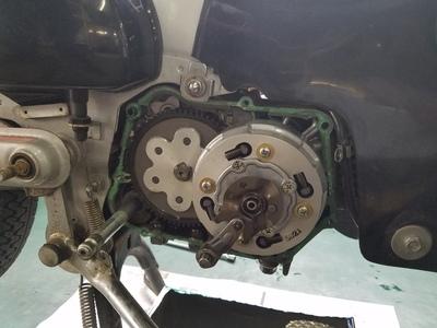 カブ オイル漏れ修理_e0114857_8464389.jpg