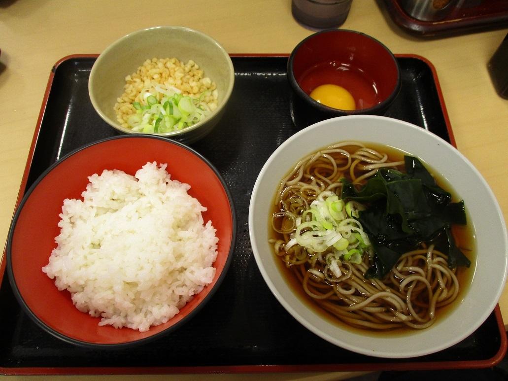 209杯目:富士そば阿佐谷店で玉子かけご飯セット_f0339637_13373049.jpg