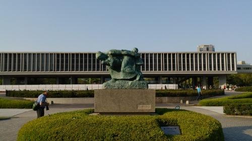 広島平和記念公園にて -平和を愛す―_e0199780_10234290.jpg