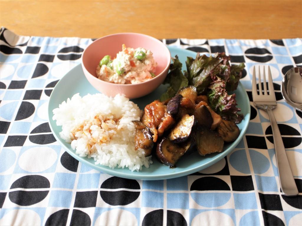 鶏肉となすのピリ辛炒めプレート_f0220354_08560239.jpg