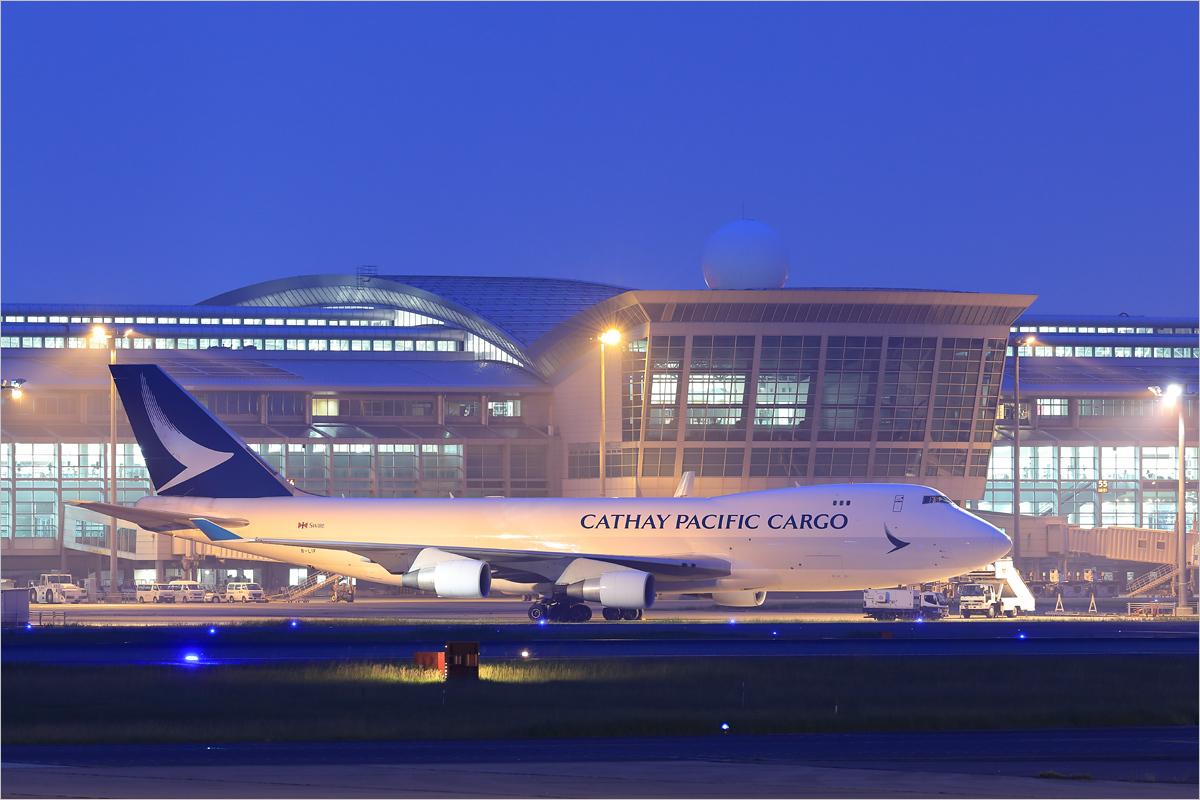 薄明のブラッシュウイング - 福岡空港_c0308259_19231233.jpg