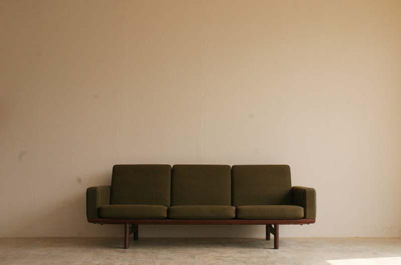 『Hans J Wegner GE236 3P Sofa(Teak)入荷』_c0211307_923314.jpg