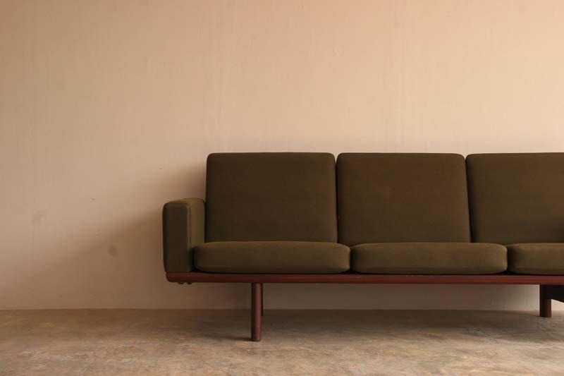 『Hans J Wegner GE236 3P Sofa(Teak)入荷』_c0211307_9234691.jpg