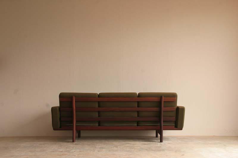 『Hans J Wegner GE236 3P Sofa(Teak)入荷』_c0211307_924675.jpg