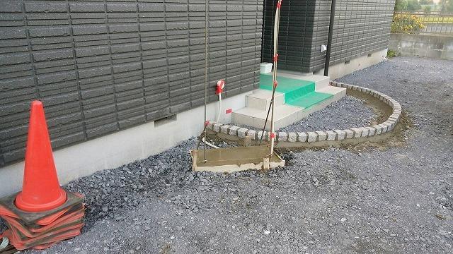9/18 外構工事(壬生町I様邸・ピンコロ枠組・設置)_c0313938_10021550.jpg