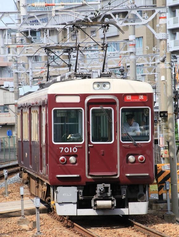 阪急7010F 返却回送_d0202264_18494944.jpg