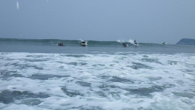 サーフィンを始める人の動機には_f0009169_08200474.jpg