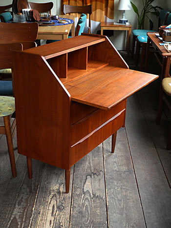 writing desk_c0139773_14212011.jpg