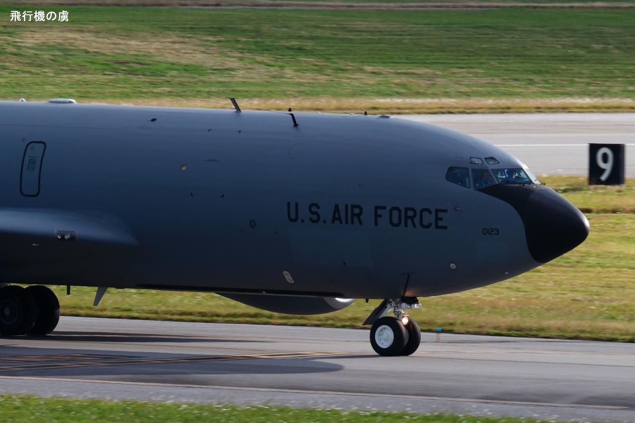 艶消し塗装の反射  KC-135R  アメリカ空軍_b0313338_21280937.jpg