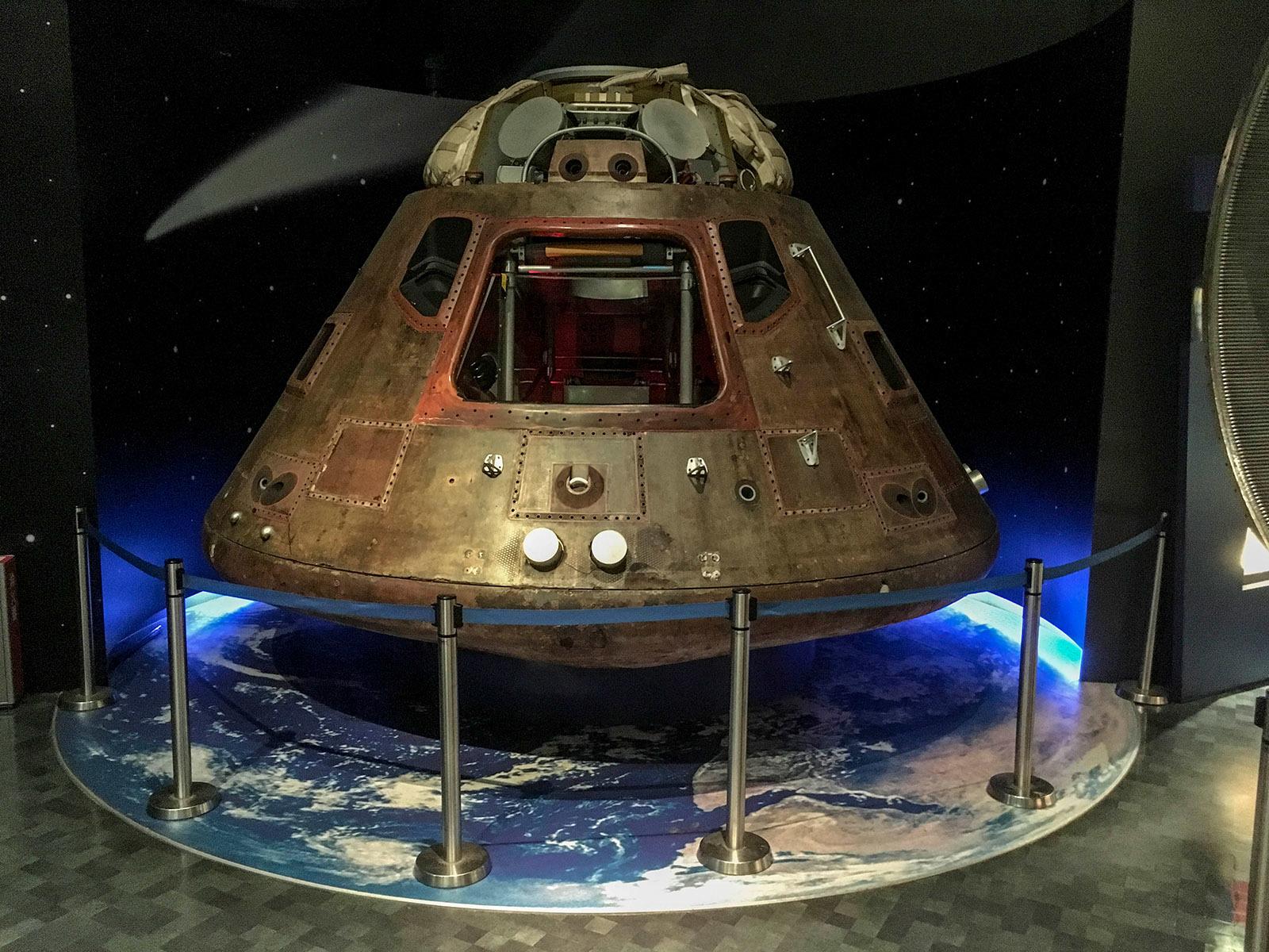 月の石とアポロ宇宙船_c0028861_21294383.jpg