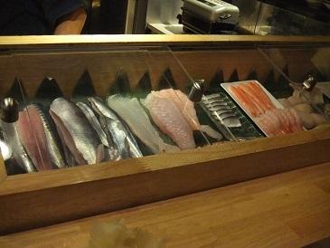 立ち食い寿司を侮ってはイケマセン。狸小路市場の「祭寿司」_f0362073_23311467.jpg
