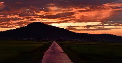秋の夕方....日が落ちるのも早くなりました......夕陽の撮影..._b0194185_2273779.jpg
