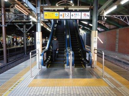 四谷駅のエスカレーター_e0077899_9274476.jpg